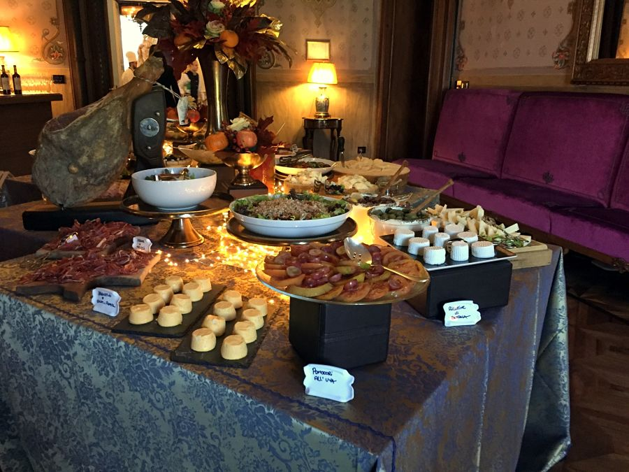 vilal cora brunch table buffet florence