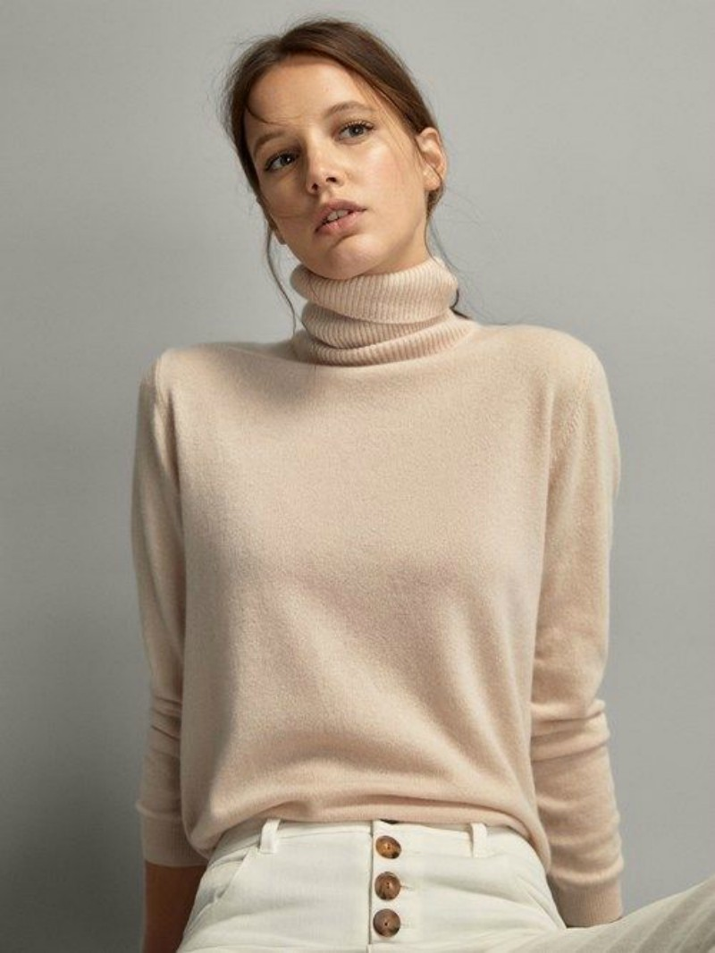 The turtleneck sweater is classic, try it in white in winter